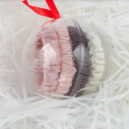 Новогодний шар-украшение с четырьмя шелковыми резиночками скинни